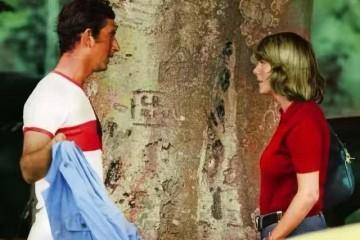真爱仍是太渣查尔斯把戴安娜王冠送给卡米拉她显露成功的浅笑